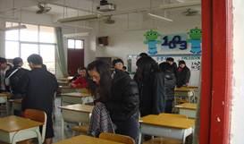 東莞臺商子弟學校學生,於101學測舉行前夕1月16日下午查看試場【攝影/周進興】